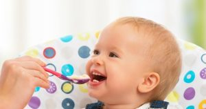 bebek yeme alışkanlığı, bebeği doyurma, bebekler neler yer