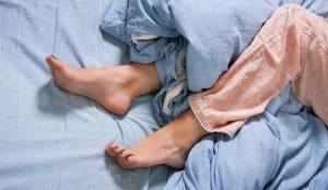 huzursuz bacak sendromu, huzursuz bacak sendromu belirtisi, huzursuz bacak sendromu tedavisi